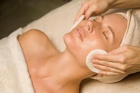Kozmetikus tanfolyam - képzés tanműhelyi gyakorlattal